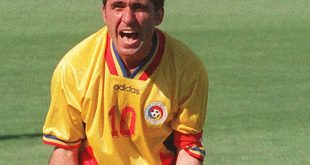 Romanian midfielder and captain Gheorghe Hagi jubilates after teammate Florin Valeriu Raducioiu scored a goal against Colombia during their World Cup first round soccer match 18 June 1994 at the Rose Bowl in Pasadena. Romania won 3-1.   AFP PHOTO/GABRIEL BOUYS